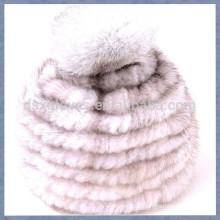 Cinza Red Mink Fur Cap com uma sólida esferas