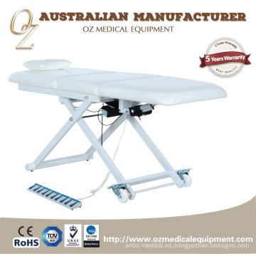Sofá blanco de la terapia física de la tabla eléctrica del tratamiento con la tabla ortopédica del tratamiento de la rueda