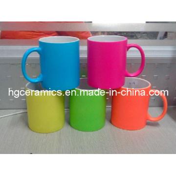 Taza de cerámica fluorescente, taza de neón del color, taza de neón