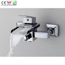 Dois furos parede montada cachoeira latão torneira torneira de banho (qh0510w)