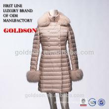 últimas mujeres de moda de diseño largo de color rosa abajo abrigo de invierno con piel de zorro