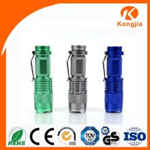 Tomada de Fábrica com Preço Baixo Low LED Mini Lanterna Zoomable Alcance Rechargeable Pocket Tocha