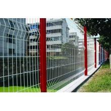 Schweißen Sie Gitter Zaun Zaunpfahl biegen