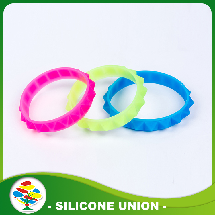 Hot Selling 3D Embossed Silicone Bracelet