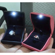 Moda madeira branca LED luz caixa de jóias anel