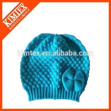 Sombreros que hacen punto del bebé del ganchillo de la manera del invierno