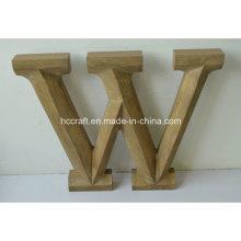 Lettres artisanales en bois réalisées dans la décoration intérieure en bois