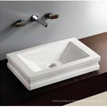 Pia de banheiro de sanitários de uso do Hotel sob a mão pintado bacia cerâmica