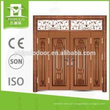Porta principal do ferro da entrada a mais atrasada da casa de campo do projeto para residencial