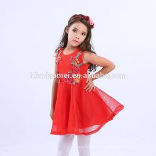 As crianças bordadas da flor vestem o vestido ocidental do partido das meninas da cor vermelha