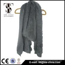 A cor morna 100% acryliv faz o lenço macio do inverno