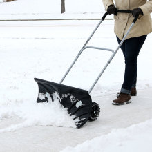Heavy Duty Rolling Snow Pusher con mango ajustable