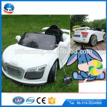 2015 Hersteller-Großverkauf-Qualitäts-elektrisches klassisches Spielzeug-Auto mit Musik, LED-Licht und Farben für Kinder / Kinder, zum zu fahren