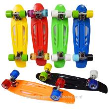 Vente en gros de cruciers en plastique de skateboard de 22 pouces de haute qualité à vendre