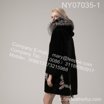 Lady Coat With Mink Flower In inverno