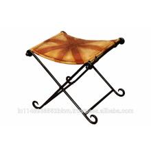 Table en cuir avec base en métal