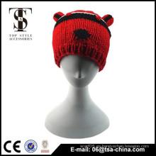 Diseño animal lindo que hace punto el sombrero caliente del niño