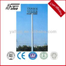 La iluminación de tierra del poste de mástil alto