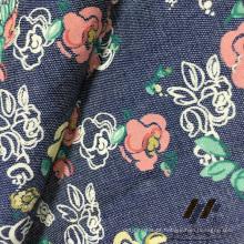 Jeans em algodão com estampa de poliuretano