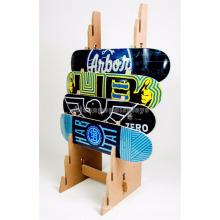 Sportartikel Einzelhandelsgeschäfte Freistehende acht vertikale Schlitze Holz Deck Skateboard Display Stand