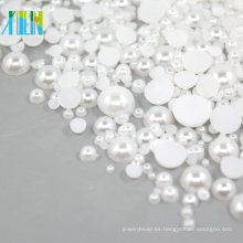 La mitad de cuentas planas de plástico perlas de 2 mm FP03