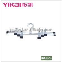 Cabide de metal com clips de metal