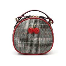 Маленькая сумка-слинг Lovely Cherry Houndstooth круглой формы