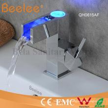 Nouveau robinet de bassin de salle de bains de cascade de la Chine LED d'arc de conception basse