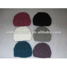 Bonnet tricoté à la main à la mode