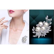 Fashion crystal/silver/pearl brooch