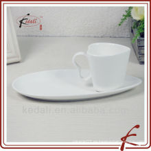 Taza de té de cerámica con platillo