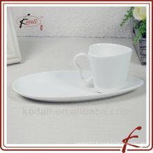Tasse à thé en céramique avec soucoupe
