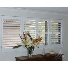 89mm Jalousie Holz Interieur Bi-Fold Plantage Fensterläden in Linde an Fenstern