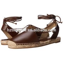 Chaussures en cuir PU en espadrilles près des chaussures de fermeture à chevilles