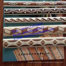 Moldura de madera blanca impresa en la India.