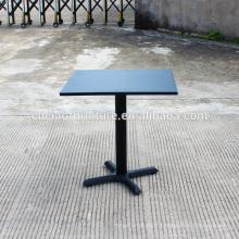Table basse carrée extérieure en fer forgé