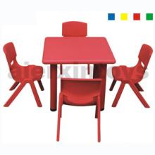 Mesa cuadrada de plástico para niños