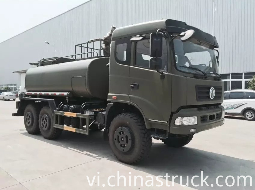 Dongfeng 6x6 off-road water tank truck