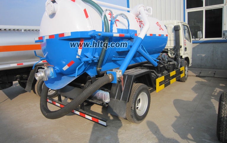 Vacuum sewer pump truck