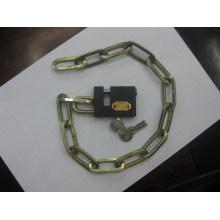 Квадратная цепь с железным замком