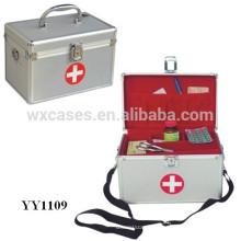 boîte de premiers soins portable en aluminium avec une bandoulière et un bac