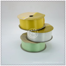 Rouleaux de ruban de satin de couleur tissée utilisés pour l'emballage et l'impression