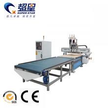 Enrutador CNC con sistema de alimentación automática.