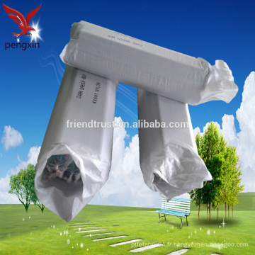 Les fabricants vendent des écrans de fibres chimiques / Le matériau du polyester