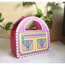 Pequenas compras engraçadas sentidas com saco de caneta marca de acuarela para crianças