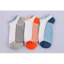 Calcetines de deporte de algodón de los hombres suaves Look de moda hecha de algodón fino con el interior del cojín