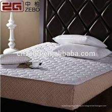 La venta directa de la fábrica 120GSM acolchó el protector barato del colchón del estilo del estilo