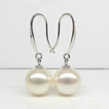 Klassiska Pearl Dangle Earrings