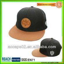 Benutzerdefinierte flache Krempe Snapback Cap mit Leder Patch SN-2240