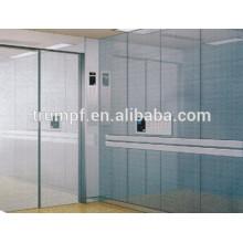 Stable et grand espace Ascenseur du patient hospitalisé